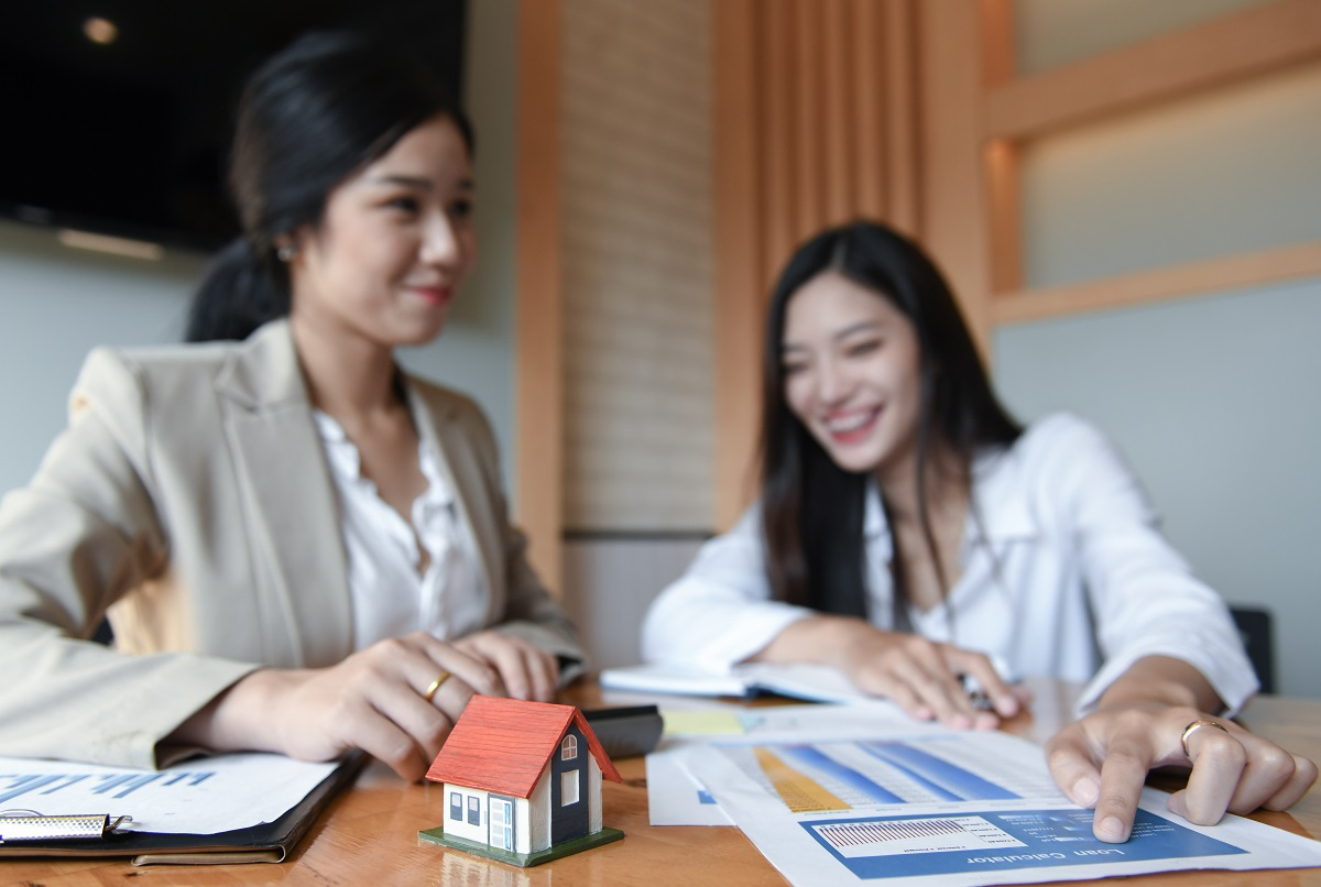 What to Expect (and Do) During Your First Meeting with a Realtor®